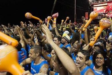 Pés e ouvidos merecem mais atenção durante o Carnaval
