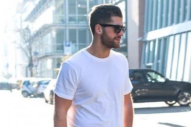 Camiseta masculina: tipos diferentes de gola para usar